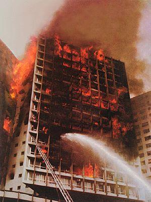 Edifício Joelma em chamas.