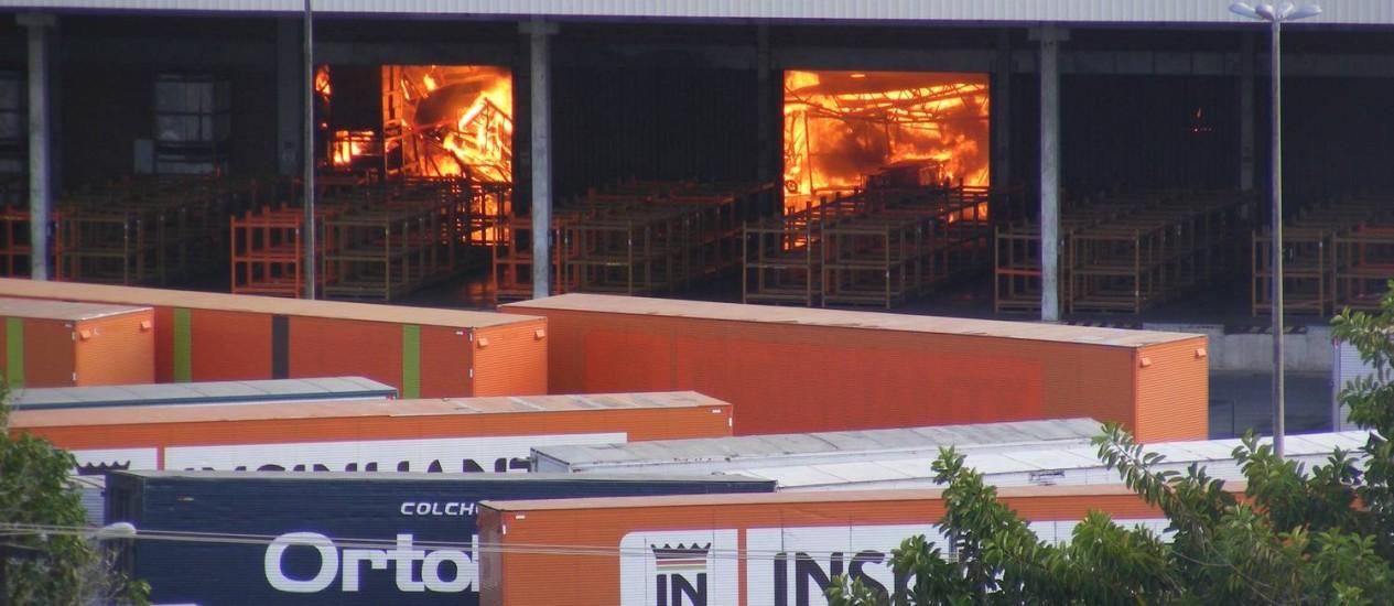 Incêndio em depósito da Insinuante.