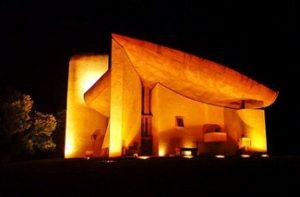 Notre Dame du Haut, por Le Corbusier. Patrimônio da humanidade pela Unesco.