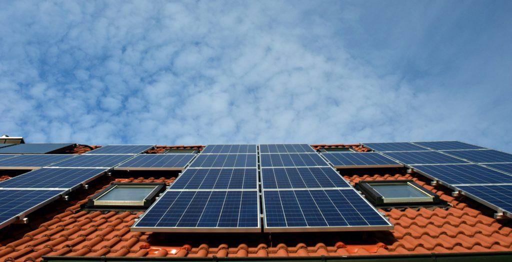 placas solares gerando energia