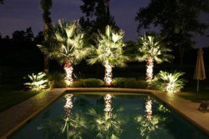 Exemplificar o uso da iluminação de jardim em um condomínio.