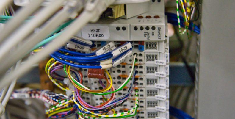 Ilustra uma instalação elétrica que será inspecionada para obter o laudo de instalações elétricas